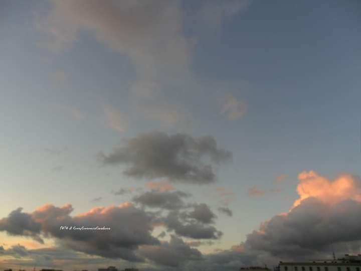 Così leggere le nuvole: foto/poesia di Cresy Caradonna